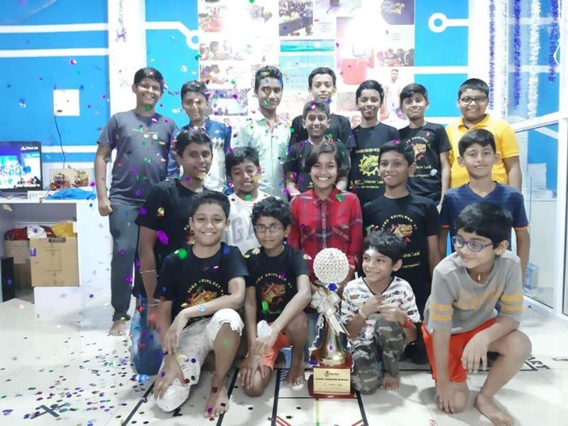 This image has an empty alt attribute; its file name is robotics-camp-STEM-6.jpg
